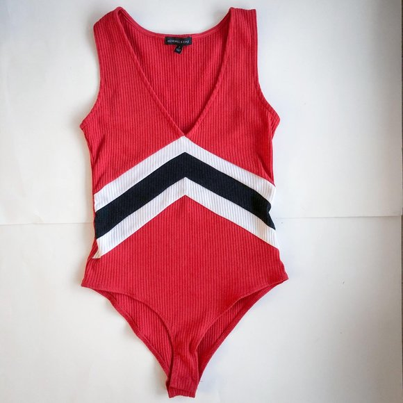 Kendall & Kylie v-neck bodysuit in red A3